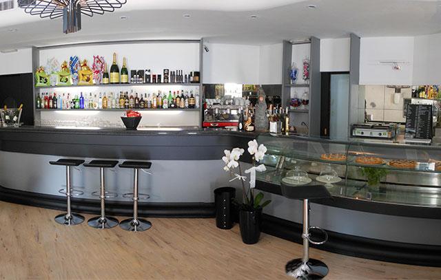 Riqualificazione bancone bar for Usato bancone bar